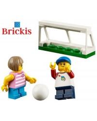 LEGO® Minifiguren 2 Kinder spielen Fußball + Zubehör